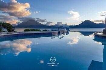 Фото Hotel y Centro de Convenciones Jardines del Lago у місті Панахачель