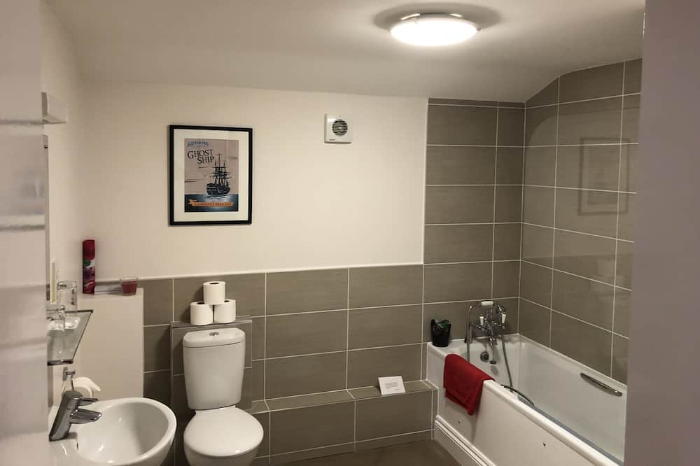 Double or Twin Room, Ensuite (The Regatta) - Bathroom