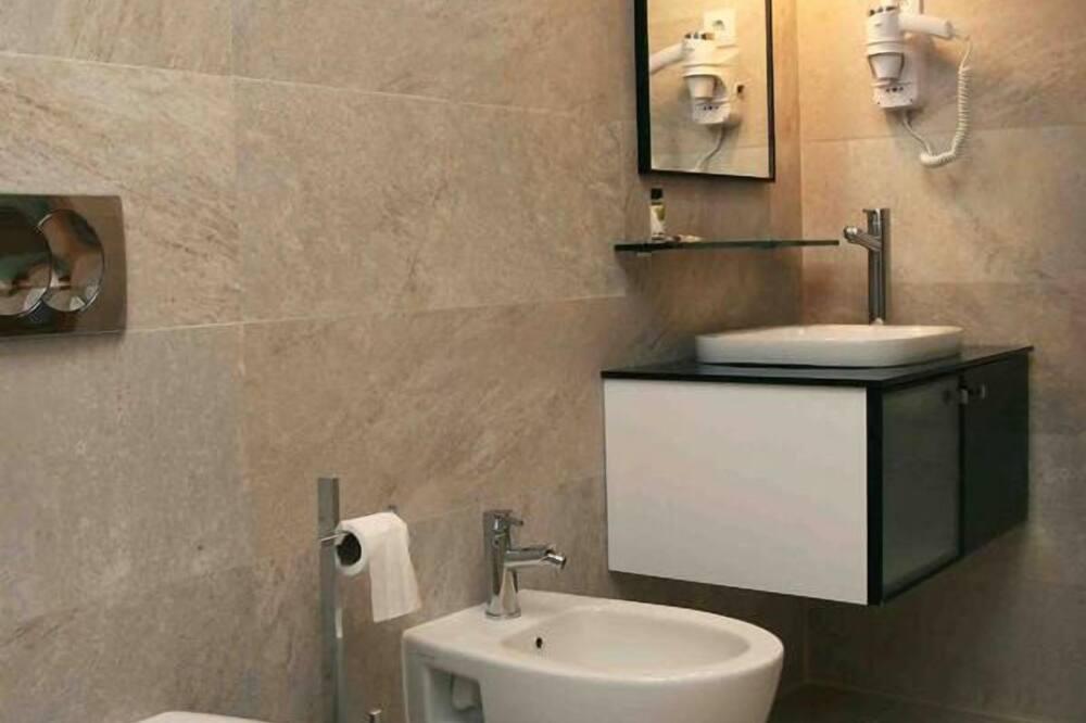 Familienzimmer, eigenes Bad - Badezimmer