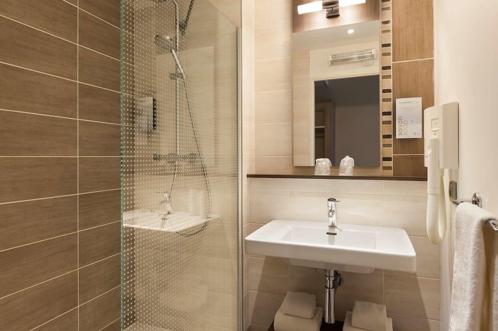 Standard Oda, 1 Büyük (Queen) Boy Yatak - Banyo