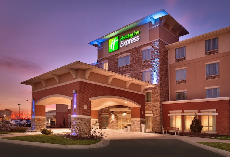 Holiday Inn Express and Suites Overland Park, Overland Park