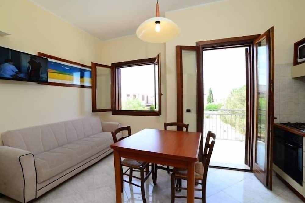 Two Bedroom Apartment for 6 people - Svetainės zona