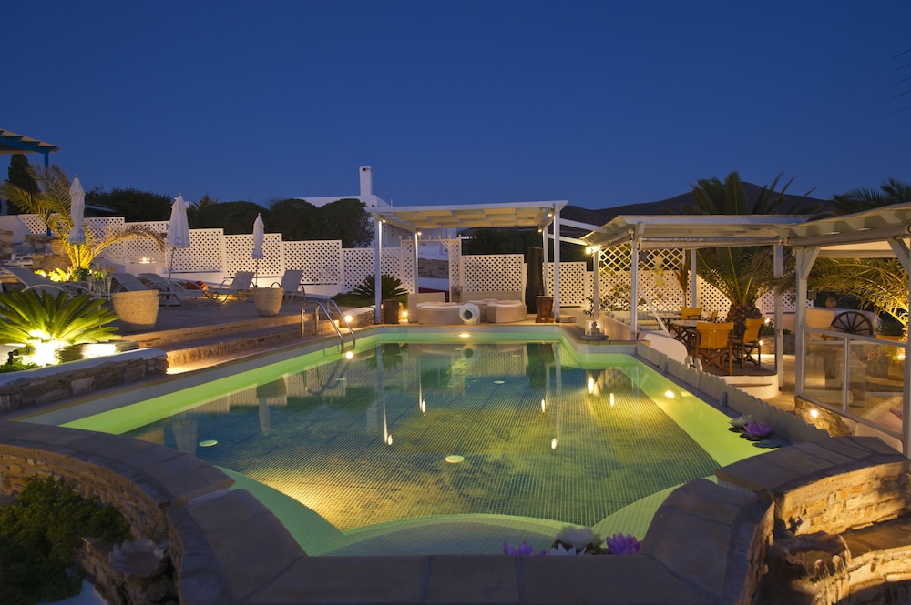 Dolphin Antiparos Villas and Suites, Antiparos