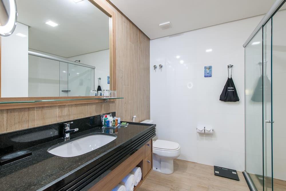 Business Suite, 1 King Bed - Bathroom