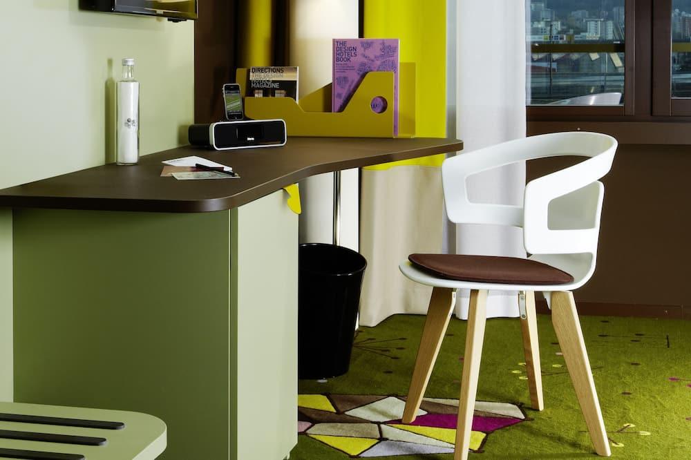 Medium Bunk - Living Area