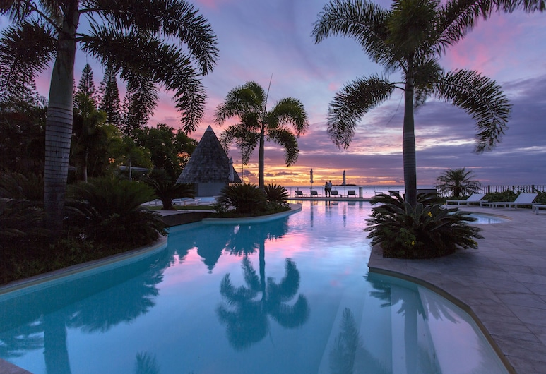 Chateau Royal Beach Resort and Spa, Nouméa, Outdoor Pool