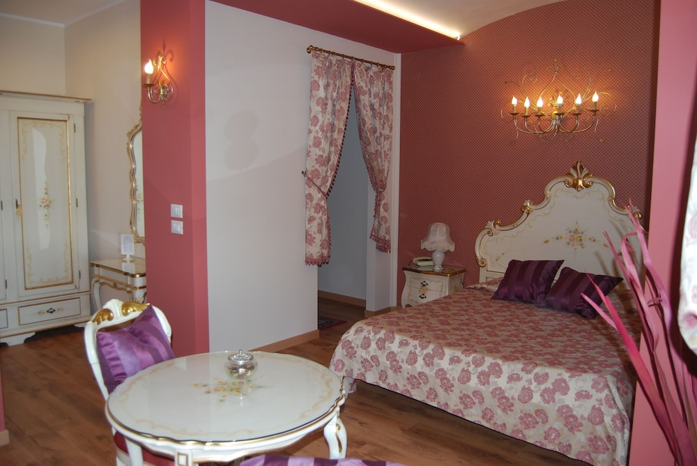 Garda Sol Apart-hotel Beauty & SPA in Toscolano-Maderno - Hotels.com