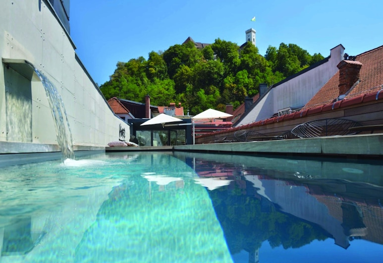 Vander Urbani Resort – a Member of Design Hotels, Ljubljana, Außenpool