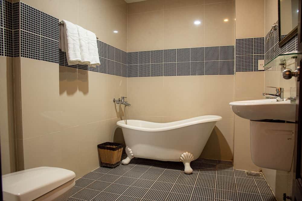 ห้องทริปเปิล, ระเบียง, วิวแม่น้ำ - ห้องน้ำ
