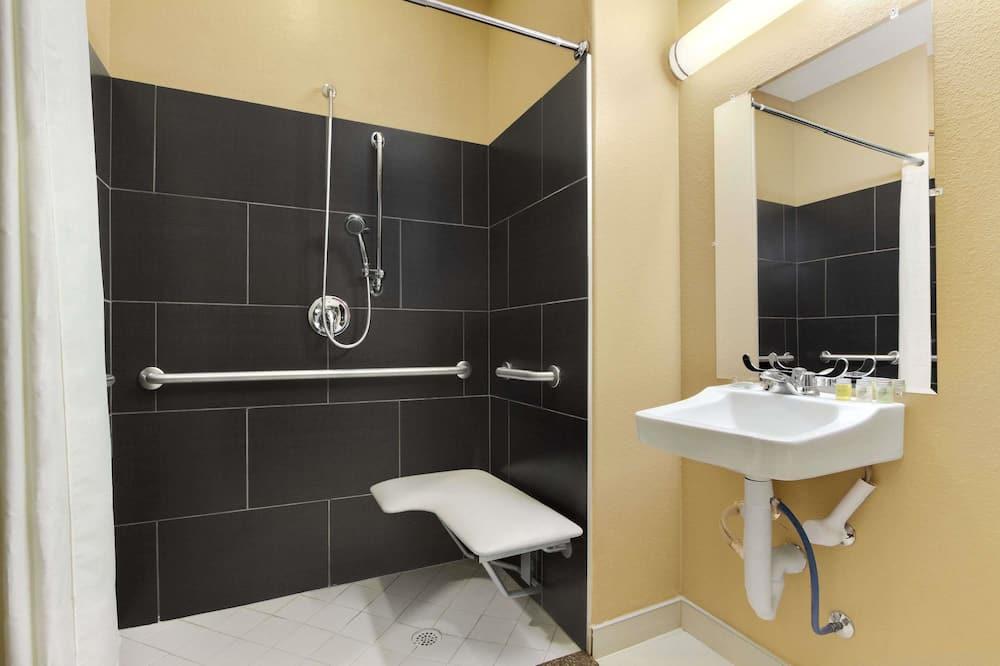 Studio Suite, 1 Queen Bed, Accessible, Non Smoking (Mobility) - Bathroom