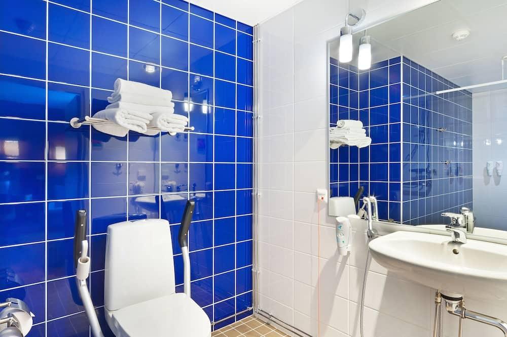 Номер, 1 двоспальне ліжко, обладнано для інвалідів, для некурців (Roll In Shwr) - Ванна кімната