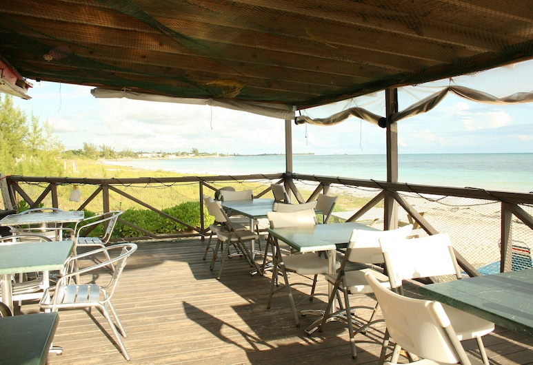 Ocean Pearl Bonefishing Resort, Хай Рок, Обед на террасе