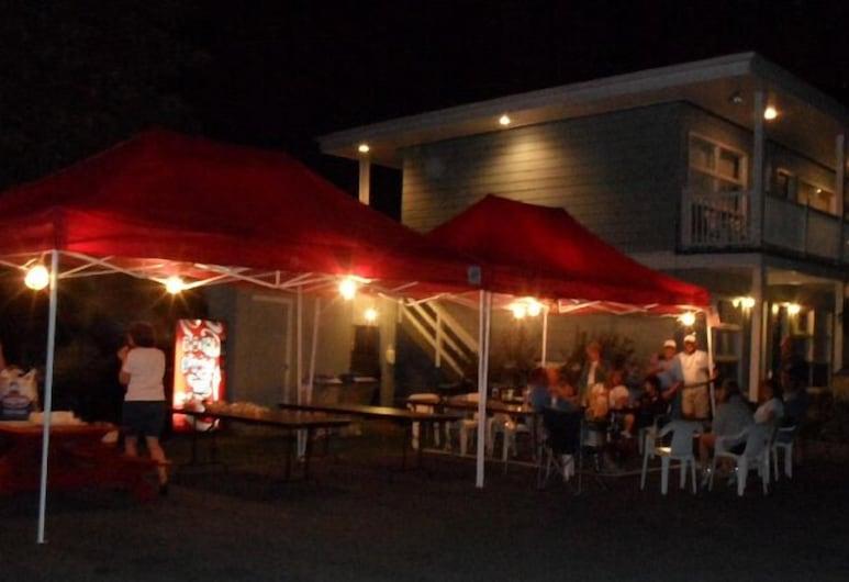 Lido Motel Lake George, לייק ג'ורג', ארוחה בחוץ