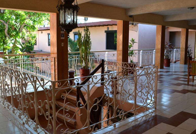 Hotel Plaza, Тікуль, Тераса/внутрішній дворик