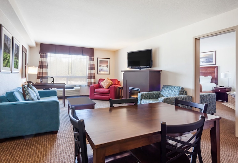 Ramada by Wyndham Creston, Creston, Suite, 1 King Bed, Non Smoking, Jetted Tub, Guest Room
