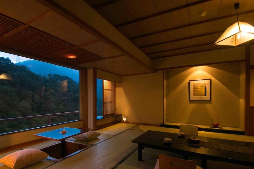 Traditional tuba, suitsetamine lubatud (Superior Japanese Style) - Einetamisala toas