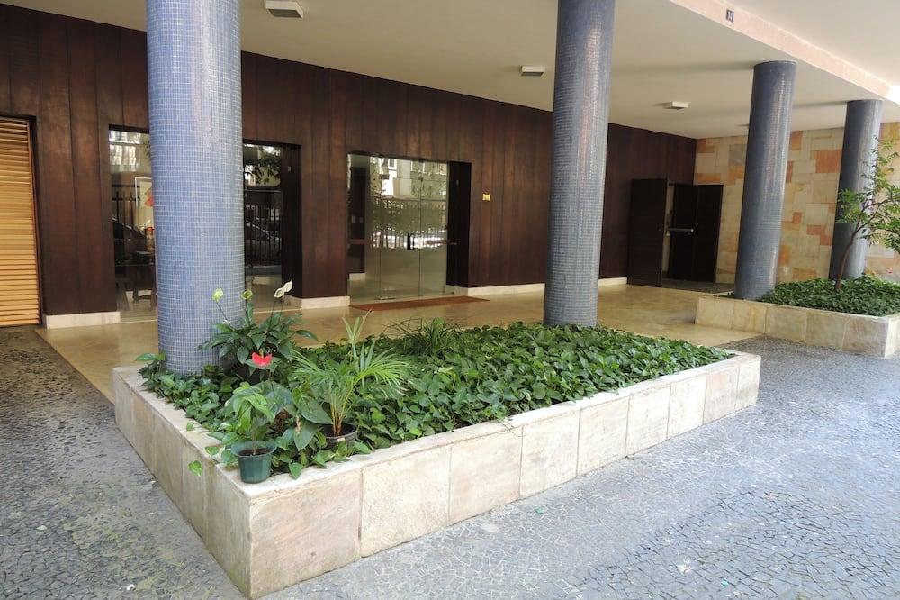 הכניסה אל הנכס