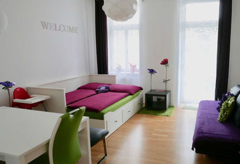 GoVienna Modern Apartment, Vienna, Comfort Apartment, 1 Bedroom, Balcony, Courtyard Area, Living Area