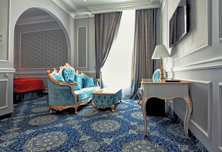 Royal Grand Hotel, Kyiv, Suite, Living Area