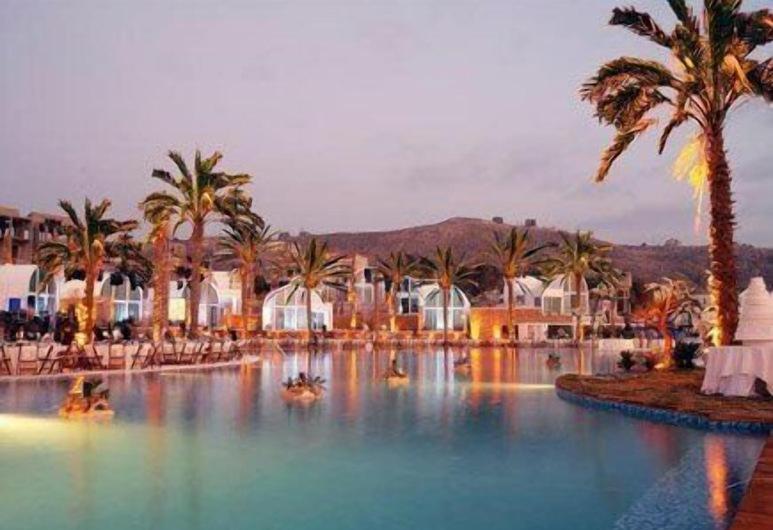Pangea Beach Resort, Jieh, Pool