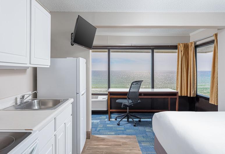 Bikini Beach Resort, Panama City Beach, Three Queen Suite, Kitchenette with Gulf View, Area soggiorno