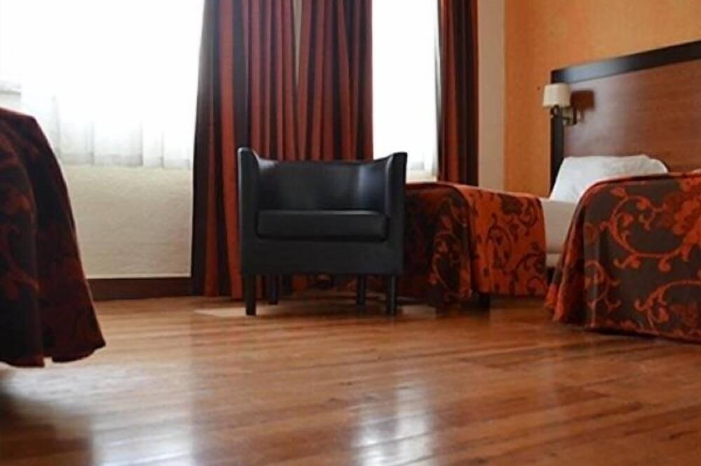 חדר לשלושה - אזור מגורים