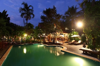 Enter your dates for our Mae Rim last minute prices