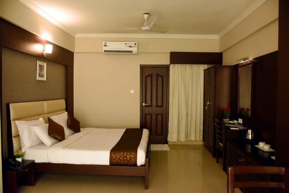 Suite, 1 King Bed - Living Area