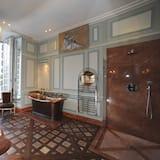 Chateau Grande Suite Deluxe - Bathroom