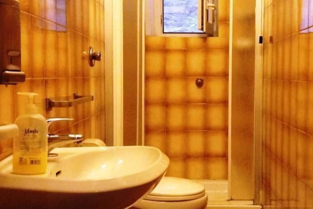 Habitación doble básica, baño privado - Baño