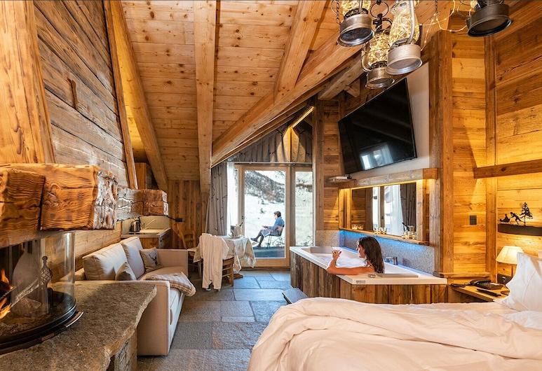 Park Chalet Village, Livigno, Deluxe Studio Suite, Fireplace (sauna), Guest Room
