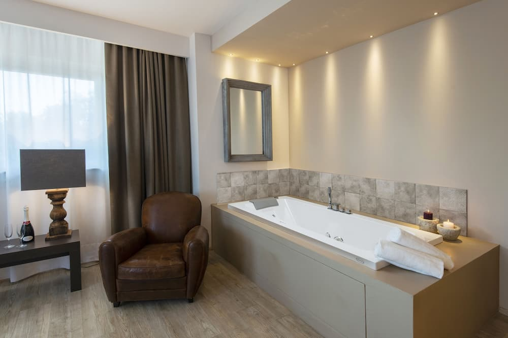 Phòng Suite Junior - Bồn tắm spa riêng