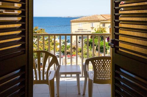 地中海飯店/