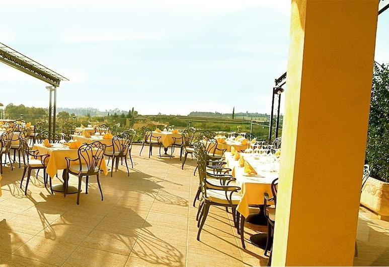 Hotel La Dolce Vita, Cavaion Veronese, Obiekty restauracyjne na zewnątrz