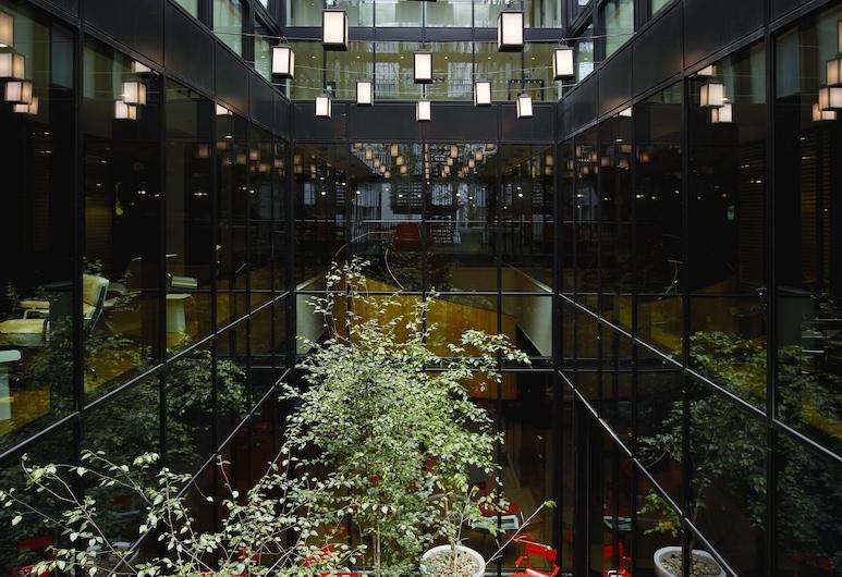 citizenM London Bankside, London, Courtyard