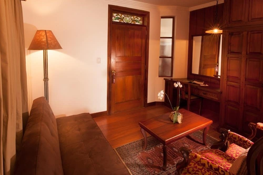 Romantic Suite, 1 King Bed - Living Area