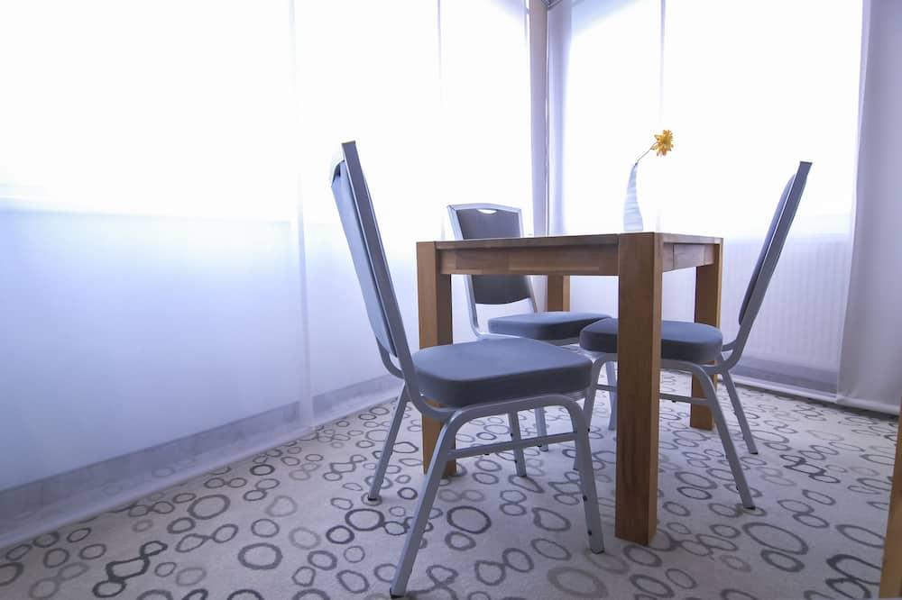Апартаменти категорії «Комфорт» - Обіди в номері