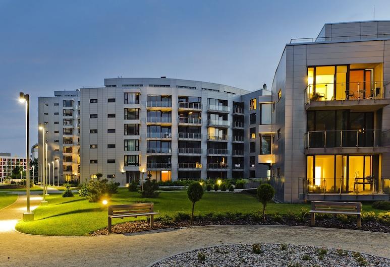 Triton Park Apartments, Warsaw, Depan hartanah - siang