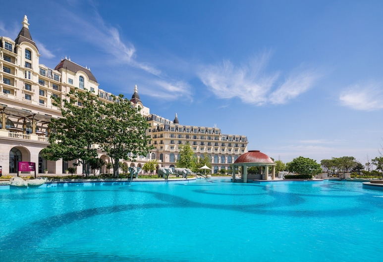 Crowne Plaza Qingdao Ocean Spring Resort, an IHG Hotel, Qingdao, Piscina