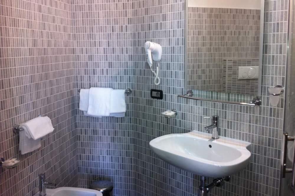 Liukso klasės vienvietis kambarys, vaizdas į miestą - Vonios kambarys