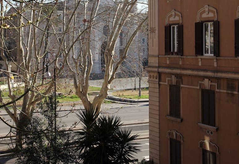 티 앤드 비 하우스, 로마