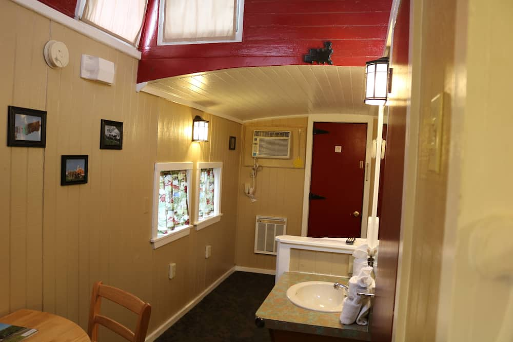 Large Family Caboose, 1 Double Bed and 4 Single Bunks - Bathroom
