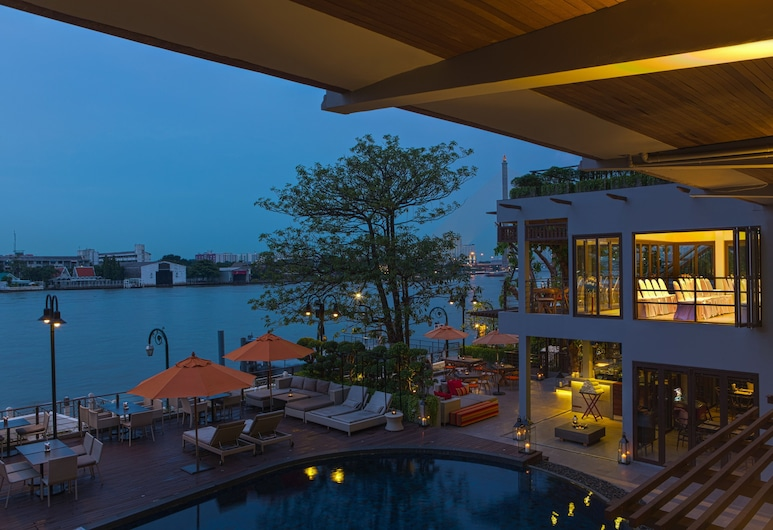 Riva Surya Bangkok, Μπανγκόκ, Εξωτερικός χώρος