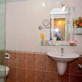 Family Triple Room, Multiple Beds - Bathroom