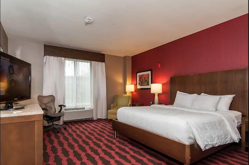 Hilton hotel near foxwood casino whiskey pete s casino bonnie and clyde