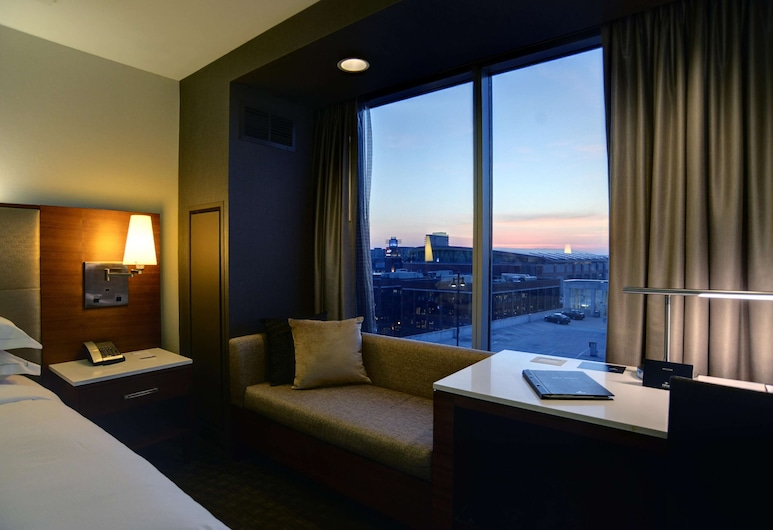 Hilton Columbus Downtown, Columbus, Room, Accessible, Guest Room View