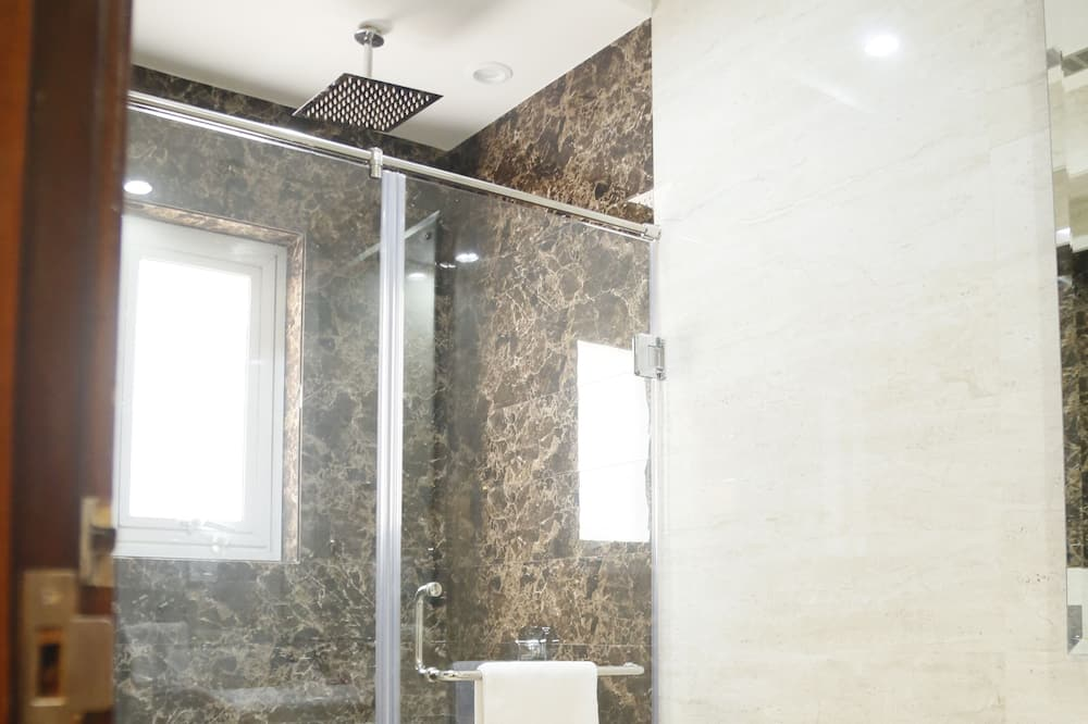 Standard Double Room, 1 Double or 2 Twin Beds - Bathroom