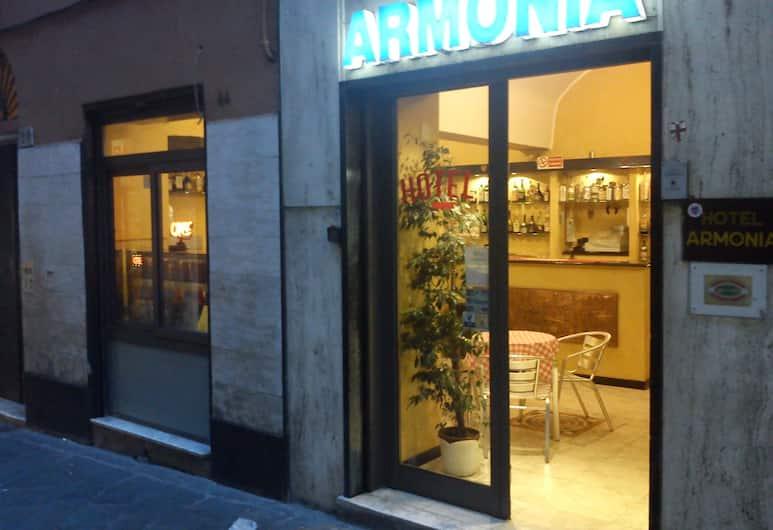 阿莫尼亞酒店, 吉那歐, 酒店入口
