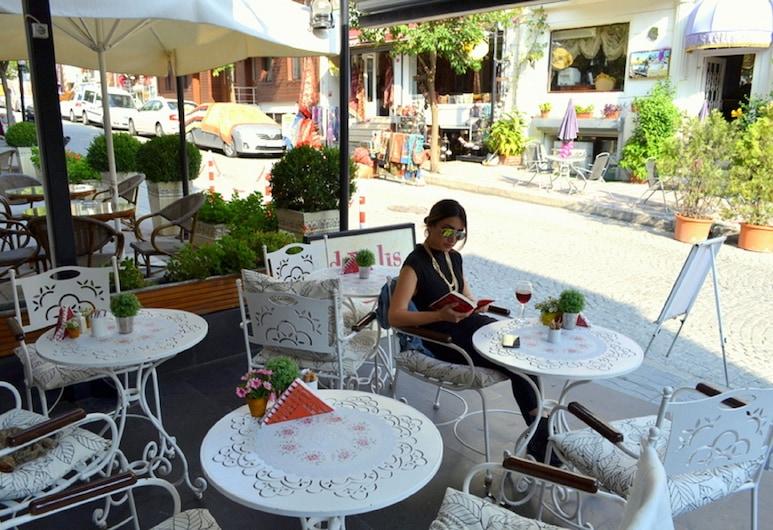 Divalis Hotel, Istanbul, Khu ẩm thực ngoài trời