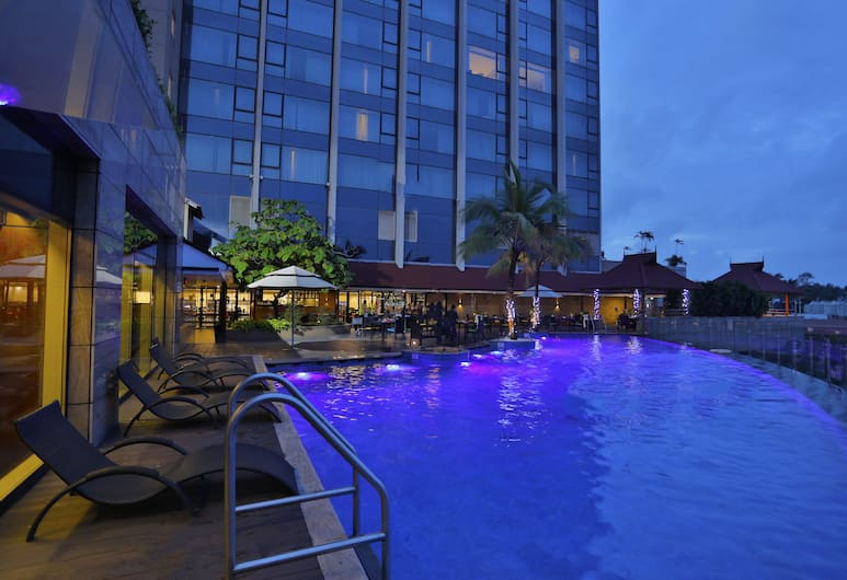Crowne Plaza Kochi, Kochi, Pool